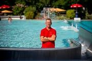 Thomas Kroll hat seinen Traumjob gefunden. Seit elf Jahren ist er Bademeister des Freibades Buchs. (Bild: Beat Belser)