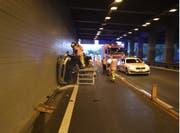 Auf der A2 bei Wassen in der Schönigalerie kam es am Mittwoch zu einem Verkehrsunfall. Eine Person wurde verletzt. (Bild: Kantonspolizei Uri, Wassen, 12. September 2018)
