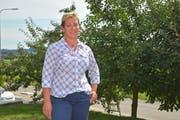 Gemeindepräsidiums-Kandidatin Jasmine Schönholzer in ihrem Garten in Istighofen. (Bild: Mario Testa)