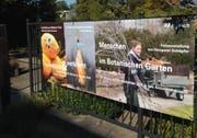 Zwei Künstlerinnen und ein Fotograf stellen derzeit im Botanischen Garten St.Gallen aus. (Bild: Reto Voneschen - 12. September 2018)