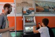 Der Verkaufswagen der Migros befindet sich auf Werbetour. Mit dabei ein Slot-Maschine an welcher Preise gewonnen werden konnten.