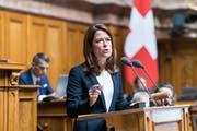 FDP-Präsidentin Petra Gössi wirbt im Nationalrat für die Verknüpfung der Firmensteuerreform mit dem AHV-Zustupf von 2 Milliarden Franken (Bild: KEYSTONE/Alessandro della Valle (Bern, 12. September 2018))