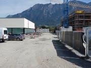Heute noch die Baupiste für die Überbauung Räfiserfeld wird hier vielleicht ab 2020 die Unterführung nach Burgerau gebaut werden. (Bild: Hanspeter Thurnherr)