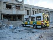 Ein zerstörtes Spital in der syrischen Region Idlib nach vier Luftangriffen im Februar. (Bild: KEYSTONE/EPA/YAHYA NEMAH)