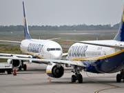 Nach dem Streik am Vortag beim Billigflieger Ryanair sind am Donnerstag wieder rund 400 Flugbewegungen von und nach Deutschland geplant. (Bild: KEYSTONE/AP/MARTIN MEISSNER)