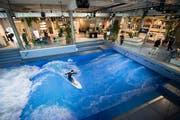 Die stehende Welle in der «Mall» soll Firmen wie auch Surfer aus Deutschland oder Österreich anlocken. (Bild: Keystone/Urs Flueeler, Ebikon 12. September 2018)