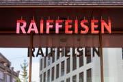 Am Freitag wählt die Raiffeisen einen neuen Präsidenten. (Bild: Keystone/Gaetan Bally)