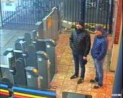 Die beiden Beschuldigten Alexander Petrov und Ruslan Boshirov an einem Bahnhof in Salisbury in England. (Bild: Metropolitan Police via Getty Images (3. März 2018))
