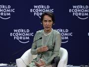 Myanmars Regierungschefin Aung San Suu Kyi äusserte sich am WEF der Asean-Staaten in Vietnam nach langem Schweigen erstmals zur Rohingya-Krise. (Bild: KEYSTONE/EPA/LUONG THAI LINH)
