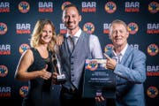 Daniel Gandert erhält die Auszeichnung zum Barkeeper des Jahres 2018. (Bild: PD)