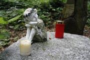 Im Hartmannswald, wo Ylenias Leiche am 15. September 2007 von einer Privatperson gefunden wurde, existiert seitdem eine kleine Gedenkstätte. (Aufnahme: 27. Juli 2017; Bild: Umberto W. Ferrari)