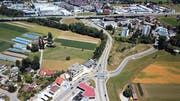 Die Aufnahme zeigt im Vordergrund die Augartenkreuzung, eine der am meisten befahrenen Kreuzungen im Kanton St.Gallen. Die Industrie Haslen liegt nördlich der Autobahn auf der linken Seite. (Bild: Marc C. Häusler)