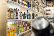 Alkoholtestkäufe stärken laut städtischem Departement für Soziales, Umwelt, Sicherheit den Jugendschutz. (Bild: Keystone/Christian Beutler)
