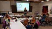 Lehrerin Cornelia Epp-Gisler unterrichtet die acht Schülerinnen und Schüler, die das Italienisch-Angebot nutzen. (Bild: PD, Altdorf, 26. August 2018)