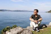 Lauro Alves sitzt an seinem Lieblingsplatz, dem Quai in Stansstad. (Bild: Carina Odermatt (Stansstad, 11. September 2018))