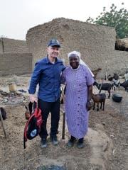 Jan Probst, Geschäftsführer «Kirche in Not», mit Schwester Catherine Kingbo in Niger. (Bild: PD)
