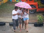 Der Taifun «Mangkhut» ist auf den Philippinen am Freitagabend (MESZ) auf Land getroffen. Er entfaltete Windgeschwindigkeiten von bis zu 205 Kilometern pro Stunde. (Bild: KEYSTONE/AP/AARON FAVILA)