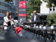 Ab kommender Woche werden in Bern die ersten nachgerüsteten PubliBike-Leihvelos wieder in Betrieb genommen. (Bild: KEYSTONE/PETER SCHNEIDER)