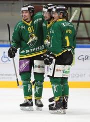 Michael Loosli, Simon Seiler und der neue Amerikaner Cody Wydo (von links) wollen mit dem HC Thurgau möglichst nahtlos an die erfolgreiche, vergangene Saison anknüpfen. (Bild: Mario Gaccioli)
