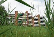 Beim Kanton laufen Abklärungen, ob die Alpenblick-Überbauung unter Denkmalschutz gestellt werden soll. (Bild: Stefan Kaiser (Cham, 7. August 2018))