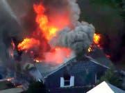 Eine Serie von Gasexplosionen in der US-Stadt Lawrence bei Boston zerstörte mehrere Häuser. (Bild: KEYSTONE/AP WCVB)