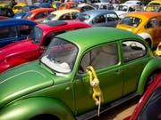 Die Produktion des «Beetle», der dem legendären VW Käfer ähnlich sieht, soll im nächsten Jahr eingestellt werden. (Bild: KEYSTONE/AP/ODED BALILTY)