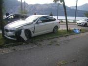 Das Auto prallte frontal in einen Baum. (Bild: Kantonspolizei Uri, Sisikon, 13. September 2018)