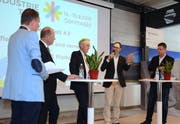 Nicolas Bürer, Remo Rusca, Nationalrat Hans-Ulrich Bigler und Valentin Vogt (von rechts) diskutierten miteinander über den «Arbeitsplatz 4.0». Franz With, ein Vertreter der Kybun AG, moderierte. (Bilder: Corinne Hanselmann)