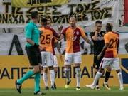 Die Spieler von Galatasaray können sich zum Sieg im Istanbuler Derby gegen Kasimpasa beglückwünschen (Bild: KEYSTONE/EPA ANA-MPA/PANAGIOTIS MOSCHANDREOU)