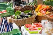 Würden die beiden Agrarinitiativen vom Schweizer Stimmvolk angenommen, wäre der Bund verpflichtet, regionale Produkte, wie Gemüse, zu fördern. (Bild: Donato Caspari)