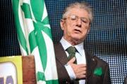 Umberto Bossi, Gründer der damaligen Partei Lega Nord, wurde wegen des Skandals um die veruntreuten Gelder zu einer Gefängnisstrafe verurteilt. (Bild: Gian Mattia/AP (10. April 2012))