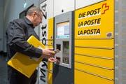 Bei der Post ersetzen Automaten den bedienten Schalter. (Bild: Lukas Lehmann)