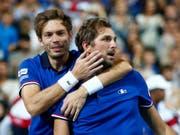 Nicolas Mahut (links) und Julien Benneteau brachten Frankreich den entscheidenden Punkt (Bild: KEYSTONE/AP/MICHEL SPINGLER)