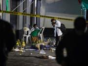 Inmitten feiernder Menschen: Die tödliche Schiesserei auf dem Garibaldi-Platz in Mexiko-Stadt ereignete sich am Freitagabend. (Bild: KEYSTONE/AP/STRINGER)