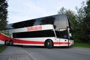 Der Flixbus verlässt den Turmatt-Platz in Stans in Richtung Luzern.Bild: Matthias Piazza (Stans, 10. September 2018)