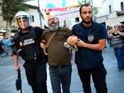 Hunderte Arbeiter protestierten am Wochenende in Istanbul auf der Baustelle des neuen Grossflughafens für bessere Bedingungen. (Bild: KEYSTONE/AP/EMRAH GUREL)