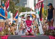 Daniela Ryf bei ihrem Sieg in Hawaii vor einem Jahr. (Bild: Bruce Omori/EPA)