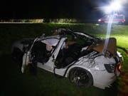In diesem Auto kam bei einem Unfall in Haldenstein GR ein 17-Jähriger ums Leben. (Bild: Kantonspolizei Graubünden)