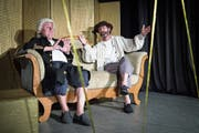 Arnim Halter als Johann Sebastian Bach und Matthias Flückiger als Paul Cézanne. (Bild: Ralph Ribi)