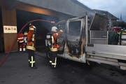 In Kerns brannte am Samstagmorgen ein Lieferwagen aus. (Bild: PD)