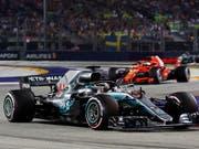Lewis Hamilton verteidigt nach dem Start die Führung (Bild: KEYSTONE/EPA/FRANCK ROBICHON)
