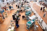 Lüftungsanlagenbauer in Aktion an den Schweizer Berufsmeisterschaften in Bern. (Bild: KEYSTONE/Anthony Anex).