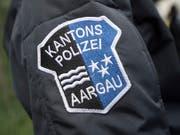 Die Aargauer Kantonspolizei hat einen Autofahrer gestoppt, der mit rasanten Fahrten in einem Porsche 911 aufgefallen ist. (Bild: KEYSTONE/URS FLUEELER)