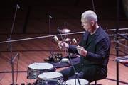 Konzert 6 - Solodrumming: Spettro. Fritz Hauser Schlagzeug, Barbara Frey Regie, Brigitte Dubach Licht (Bild: Blindtext Blindtext)