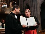 Gottfried Locher als Vertreter der Protestanten (links) und Kardinal Kurt Koch haben die Absichtserklärung für einen Dialog unterzeichnet. (Bild: SEK / Oliver Hochstrasser)