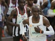 Eliud Kipchoge lief in Berlin zu einem Marathon-Weltrekord (Bild: KEYSTONE/AP/MARKUS SCHREIBER)