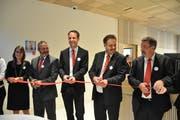 Symbolische Eröffnung durch die Baukommission: (von links) Petra Fux, Christian Schmid, Thomas Bleiker, Hansjörg Huser und Ernst Zwingli. (Bild: Sabine Schmid)