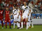 Zlatan Ibrahimovic (rechts/Nummer 9) erzielte sein 500. Tor als Profispieler (Bild: KEYSTONE/AP The Canadian Press/COLE BURSTON)
