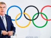 Das IOC (links im Bild Präsident Thomas Bach) wird vorderhand keine Bewerbung aus Italien für Winterspiele erhalten (Bild: KEYSTONE/VALENTIN FLAURAUD)