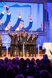 Das Siegerteam mit Projektleiter Thomas Schöb (Vierter von links) in der Tonhalle St.Gallen. (Bild: PD)
